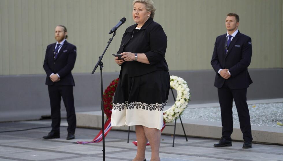 Statsminister Erna Solberg holdt appell. – Vi vet at hatytringer, konspirasjoner og fremmedfrykt lever i det norske samfunnet. Da er ordene vi bruker ekstra viktige, sier hun. Foto: Heiko Junge / NTB scanpix