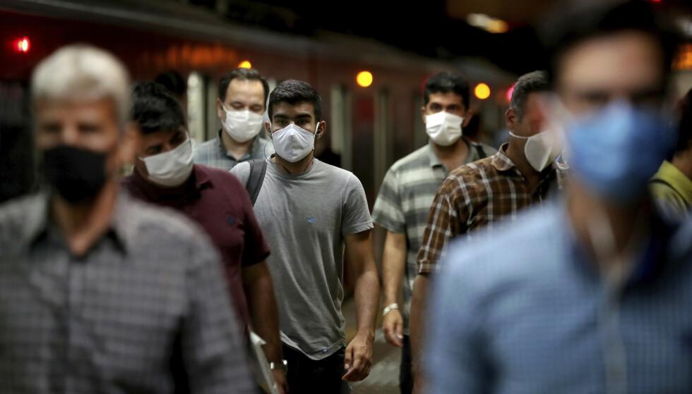 Coronaviruset har trolig krevd nærmere 42.000 liv i Iran, nærmere tre ganger flere enn det myndighetene i landet oppgir, viser dokumenter BBC har fått tilgang til. Foto: AP / NTB scanpix
