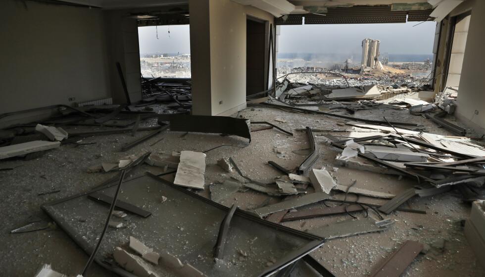 Libanons guvernør Marwan Abboud anslår at opptil 250.000 mennesker ble hjemløse som følge av eksplosjonene i Beirut tirsdag. Denne leiligheten ble totalskadd. Foto: AP / NTB scanpix