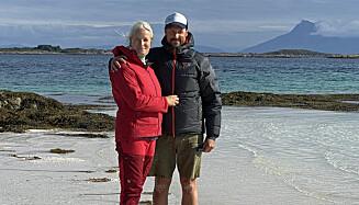 Kronprinsesse Mette-Marit og kronprins Haakon på en øy i Svellingsflaket vest for Risvær. Foto: Det kongelige hoff / NTB scanpix