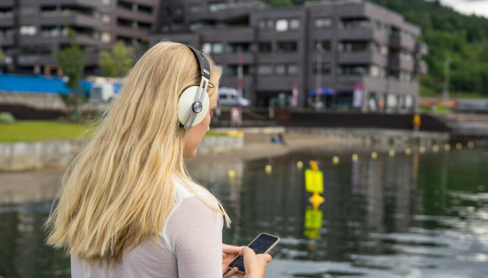 I alt 37 prosent av alle nordmenn har blitt utsatt for tekstmeldinger fra falske avsendere i løpet av det siste året, fremgår det av en undersøkelse fra NorSIS. Foto: Thomas Brun / NTB scanpix