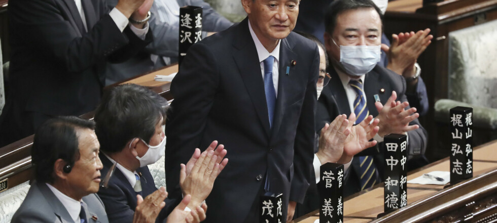 Suga overtar som statsminister i Japan
