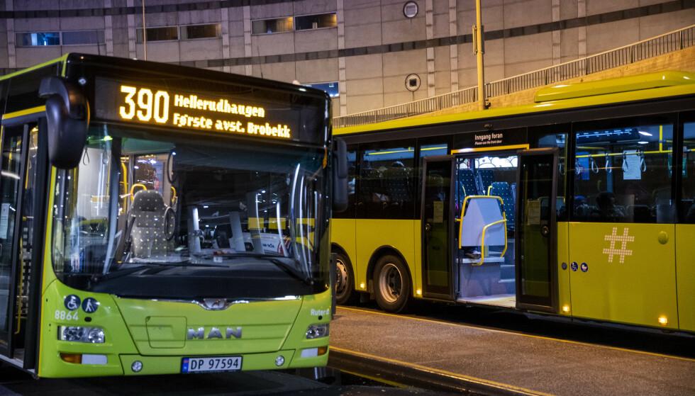 Fra arbeidstidens start søndag 20. september tas bussjåførene i Oslo og Viken ut i streik dersom partene ikke er blitt enige i meklingen. Yrkestrafikkforbundet krever at arbeidsgiverne innfrir avtale om industriarbeiderlønn. Foto: Terje Pedersen / NTB