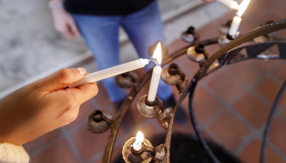 Levende lys og håndsprit kan være en farlig kombinasjon. Foto: Gorm Kallestad / NTB