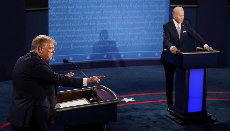 Debatten mellom president Donald Trump og Joe Biden får det glatte lag av amerikanske kommentatorer. Foto: Morry Gash / AP / NTB