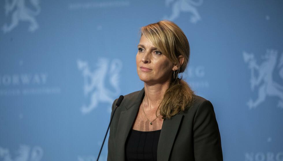 Avdelingsdirektør i Folkehelseinstiruttet Line Vold under onsdagens pressekonferanse om koronasituasjonen. Foto: Jil Yngland / NTB
