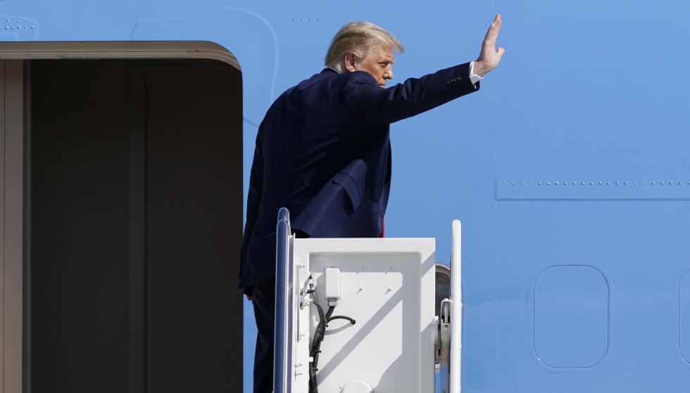 President Donald Trump hevder at han ikke vet hvem Proud Boys er, men presiserer at de må tre tilbake. Foto: Susan Walsh / AP / NTB
