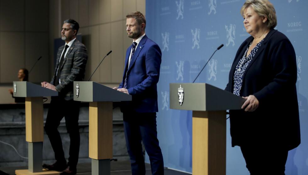 Statsminister Erna Solberg (H), helse- og omsorgsminister Bent Høie (H) og kultur- og likestillingsminister Abid Raja (V) på pressekonferansen om koronasituasjonen onsdag. Foto: Vidar Ruud / NTB