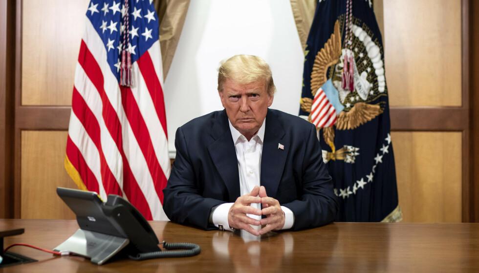 President Donald Trump forlater sykehuset der han har fått behandling mot covid-19 i over tre dager. Foto: Tia Dufour / The White House via AP / NTB scanpix