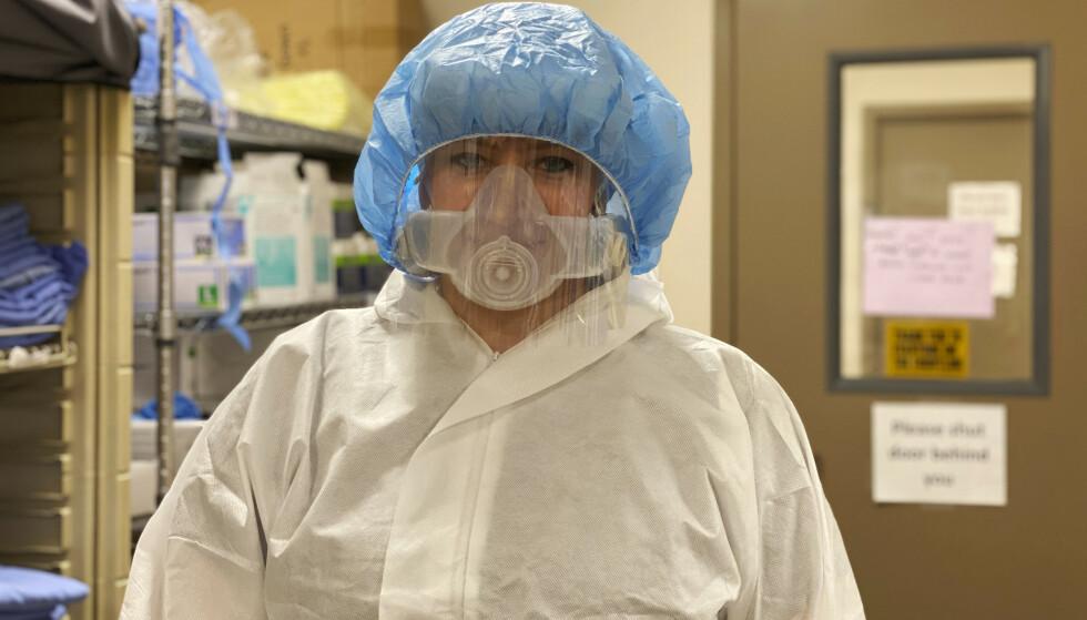 Intensivsykepleier Amelia Montgomery mener det vanskeligste nå som coronaviruset sprer seg i republikanske stater i Midtvesten, er å håndtere pasienter og pårørende som ikke tror på at viruset faktisk fins. Foto: Kaitlyn McConnell / CoxHealth via AP / NTB