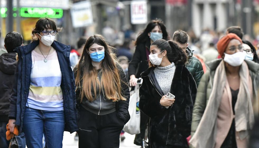 Tyskland, som mange andre europeiske land, opplever en ny smittebølge. Her fra Köln, landets fjerde største by, søndag. Foto: Martin Meissner/ AP Photo/ NTB