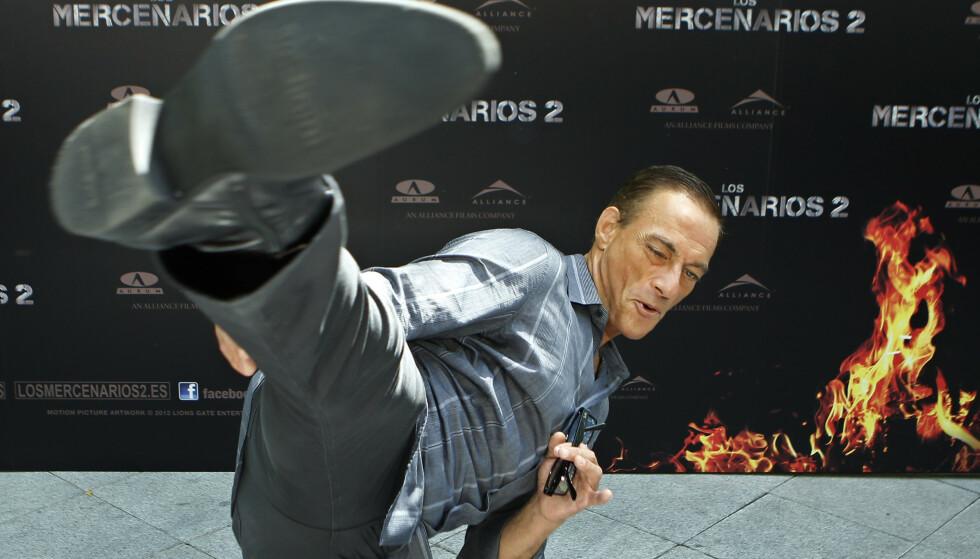 Jean-Claude van Damme er mest kjent som actionfilmstjerne, men er også svært svak for hunder. Foto: Andres Kudacki / AP / NTB