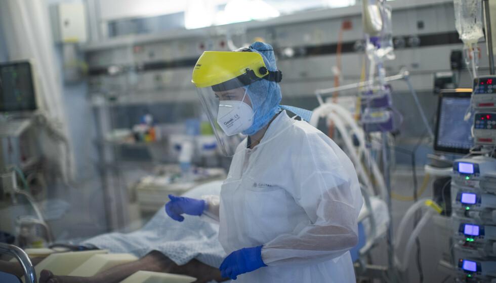 Belgia øker kapasiteten på intensivavdelingene og utsetter ikke-akutte operasjoner i et forsøk på å håndtere den omfattende covid-19-smitten i landet. Foto: Francisco Seco / AP / NTB