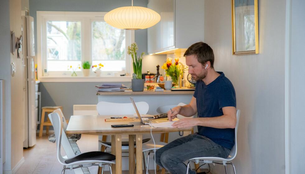 Både i Oslo og Bergen blir det fra og med torsdag påbudt med hjemmekontor så langt det er praktisk mulig. Illustrasjonsfoto: Thomas Brun / NTB