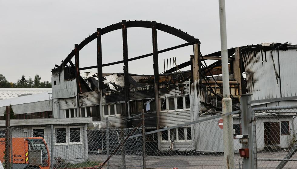 To personer ble funnet døde etter brannen i et næringsbygg i Moelv i september. Nå er en av de to siktet for drap. Foto: Geir Olsen / NTB