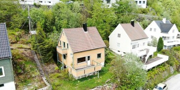 Image: Vill budrunde om falleferdig hus