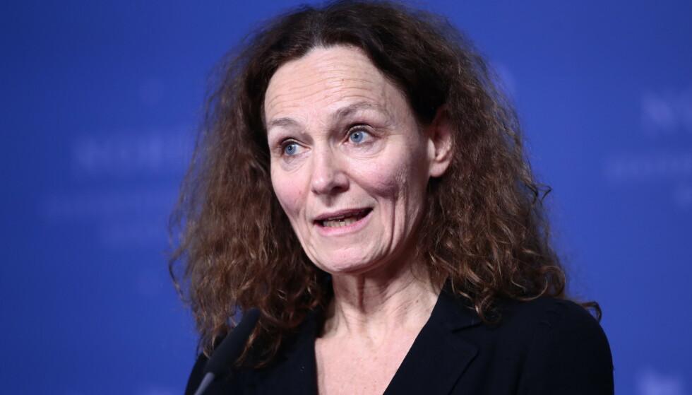 Direktør i Folkehelseinstituttet Camilla Stoltenberg sier kommunene med mye smitte nå ser på anbefalingene om nye smitteverntiltak. Foto: Lise Åserud / NTB