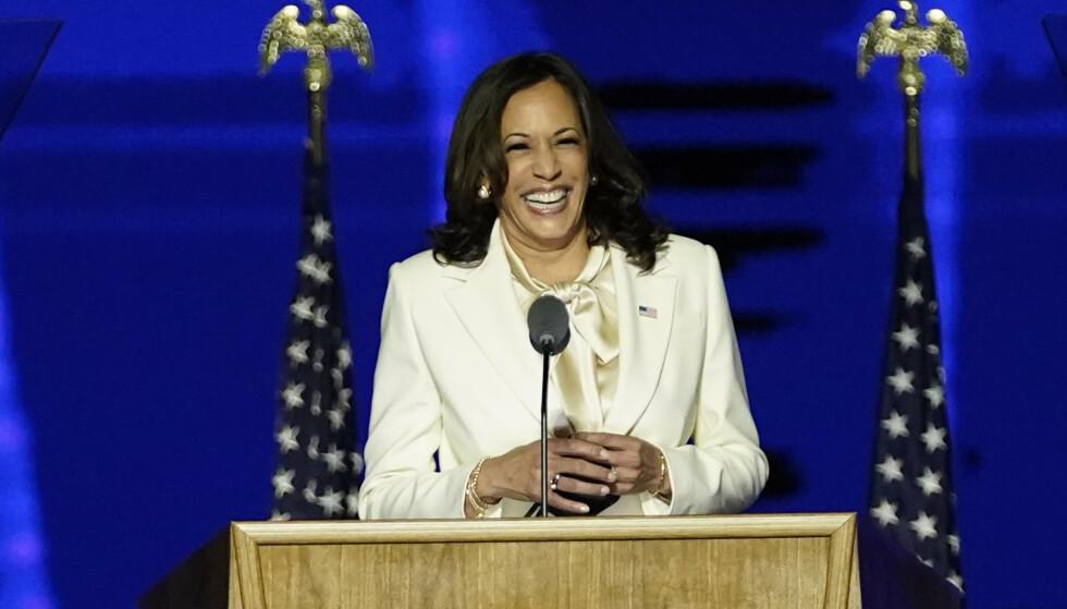 Kamala Harris, som blir USAs første kvinnelige visepresident, takket velgerne i sin første tale etter valgseieren. Foto: Andrew Harnik / AP / NTB