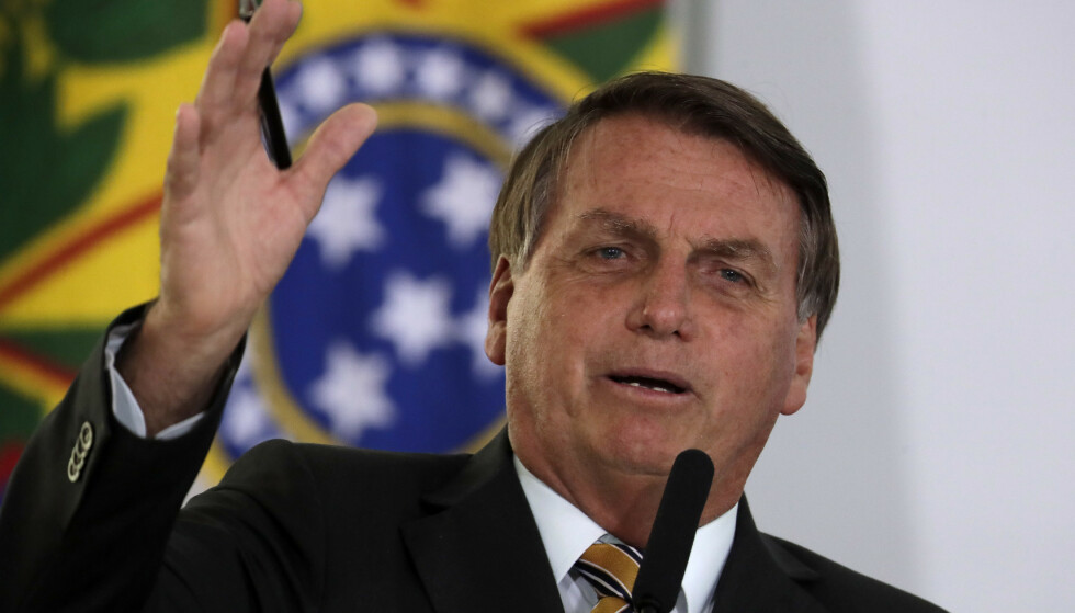 Brasils president Jair Bolsonaro brukte fargerikt språk da han holdt en tale tirsdag. Foto: Eraldo Peres / AP / NTB.