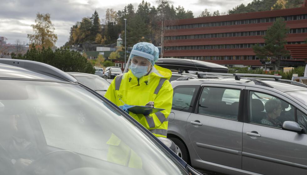 Over 1,9 millioner personer er til nå testet for koronavirus her i landet, ifølge Folkehelseinstituttet (FHI). Her fra en teststasjon i Fyllingsdalen i Bergen. Foto: Marit Hommedal / NTB