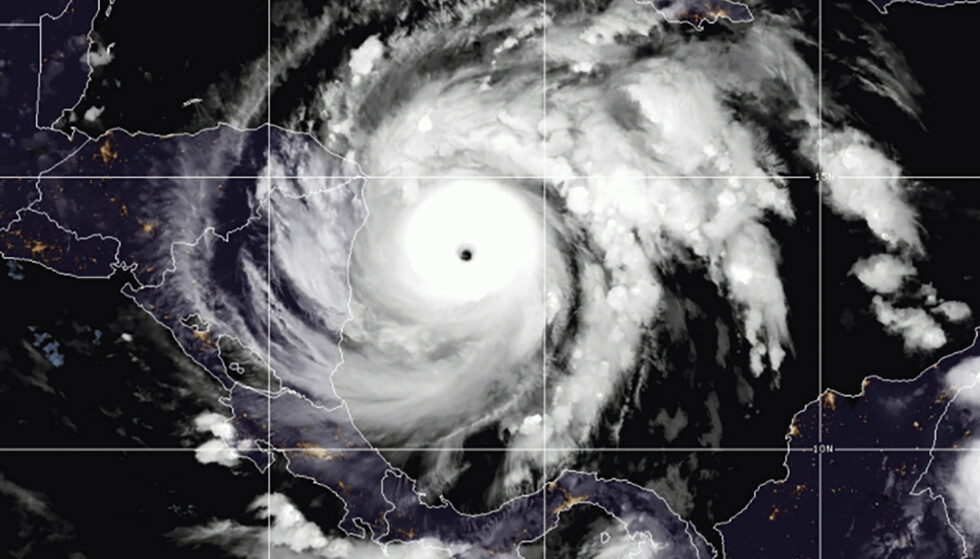 Satellittbilde viser orkanen Iota i Det karibiske havet øst for Nicaragua Foto: NOAA via AP / NTB