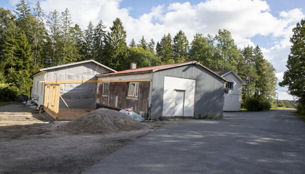 Politiet henlegger straffesaken mot Al-Ghadir Islamsk senter ved Skjeberg i Viken. Arrangementet som førte til anmeldelsen, fant sted i disse byggene. Foto: Terje Pedersen / NTB