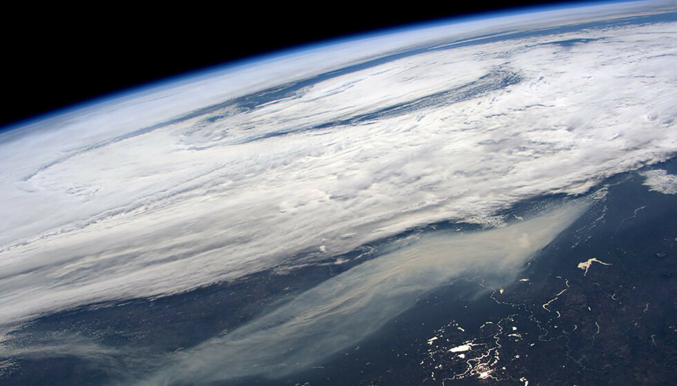 Dette er sikten fra den internasjonale romstasjonen etter skogbrannene i Canada i 2016. Legg merke til den massive røyken. Foto: Jeff Williams, astronaut i NASA/Reuters.
