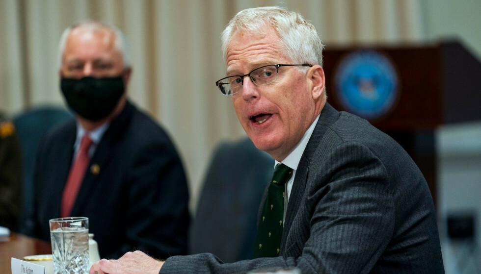Forsvarsminister Christopher Miller kunngjorde tirsdag tilbaketrekkingen. Foto: Manuel Balce Ceneta / AP / NTB Click to add image caption