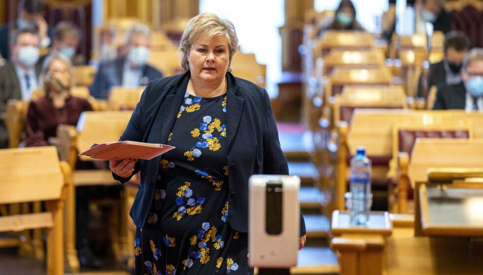 Statsminister Erna Solberg sier regjeringen heller vil prioritere jobbskaping enn feriepenger på dagpenger. Foto: Heiko Junge / NTB