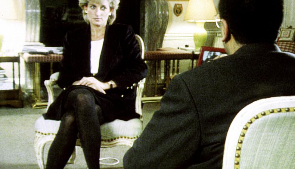 Prinsesse Diana døde i en bilulykke i 1997, året etter hun ble skilt fra prins Charles. Hun omtalte det skrantende ekteskapet for første gang i dette intervjuet med BBCs Martin Bashir i 1995. Metodene brukt for å skaffe intervjuet blir nå undersøkt. Foto: NTB scanpix