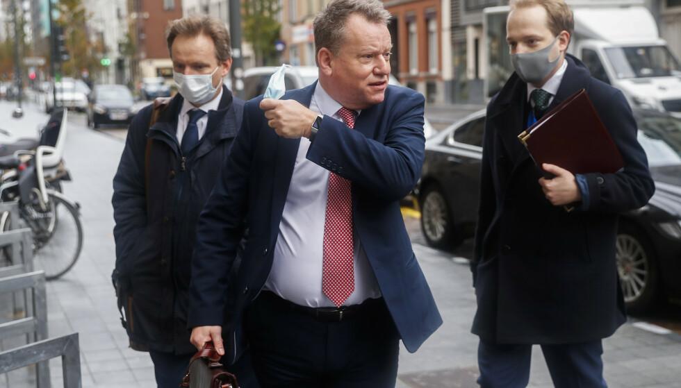 Storbritannias brexitforhandler David Frost etter samtalene med Michel Barnier i Brussel. Forhandlingene tar et kort avbrekk etter at en medarbeider av Barnier har testet positiv for korona. Foto: AP / NTB