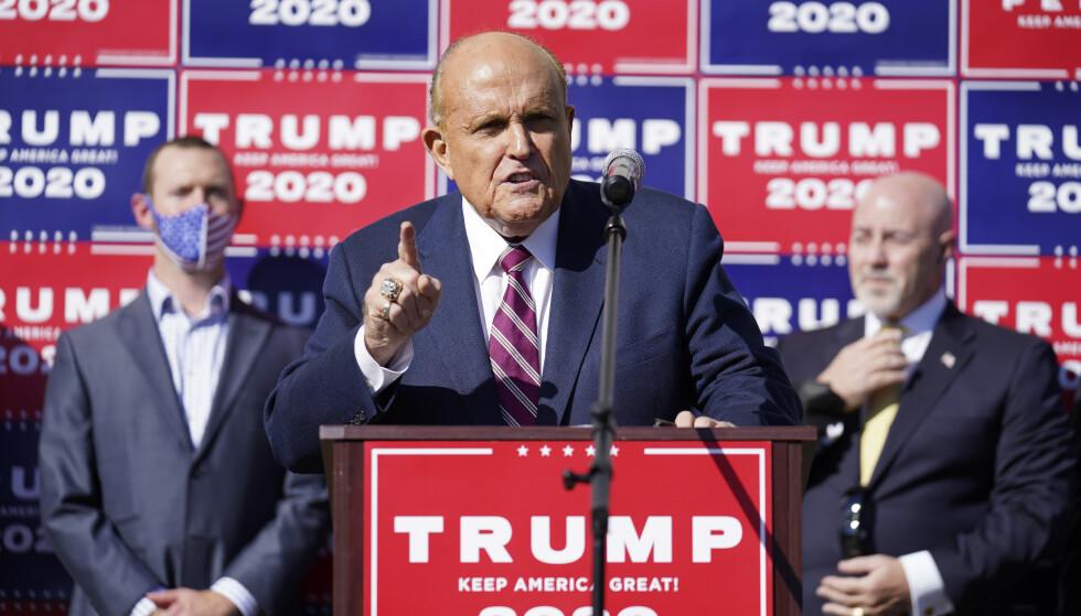 Trump-advokat Rudy Giuliani på en pressekonferanse i Pennsylvania 7. november: Foto: John Minchillo / AP / NTB