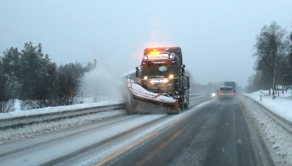 Det er sendt ut gult farevarsel for fjellområdene i Sør-Norge i helgen. Det ventes kraftig snøvær, og bilister som skal over fjellovergangene, bes være forsiktige og kjøre etter forholdene. Arkivfoto: Paul Kleiven / NTB