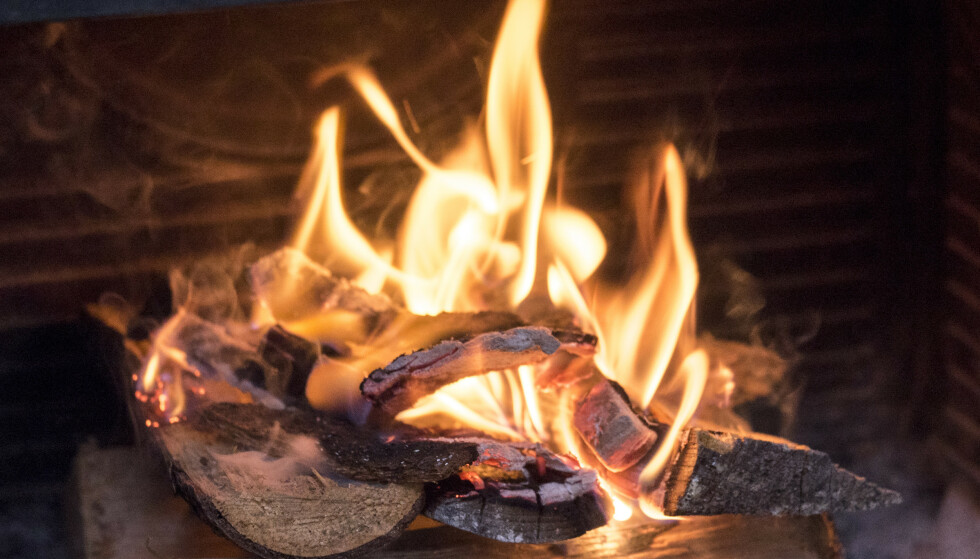 Kos med levende flammer, men det betyr også mer utslipp. Foto: Sebastian Holsen / NTB.