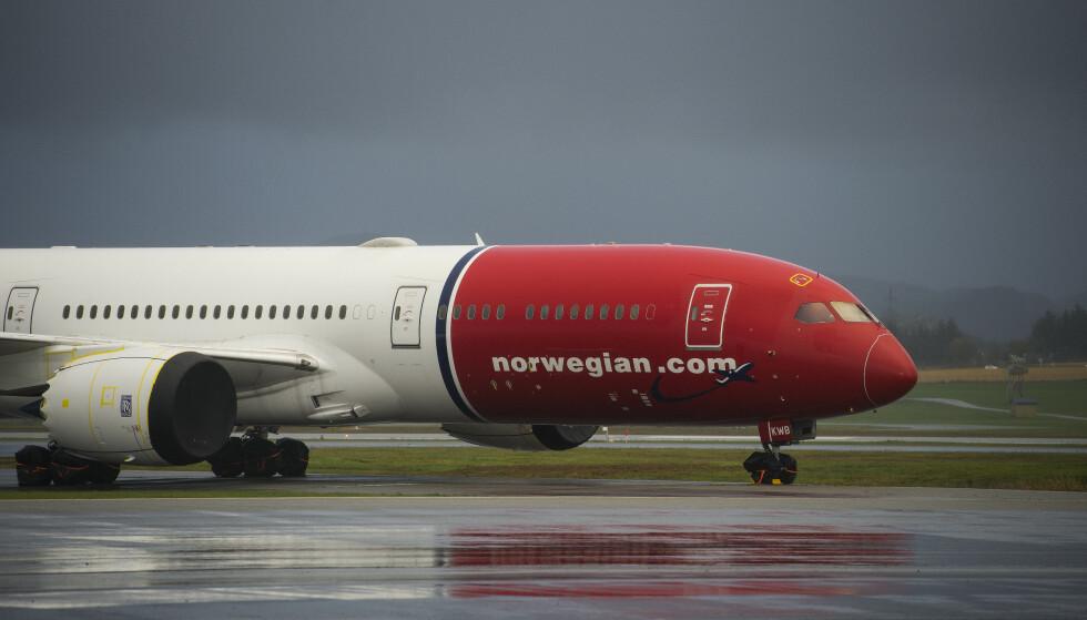 Norwegian-fly står parkert på rekke og rad på Stavanger lufthavn Sola. Foto: Carina Johansen / NTB