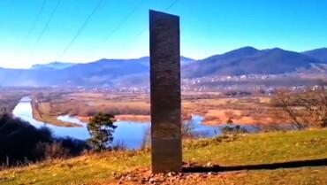 Image: Ingen vet hvorfor - nå har den mystiske stolpen dukket opp igjen