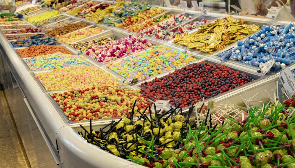 Søtsakene blir trolig billigere neste år. Men det vil neppe vare lenge, om det blir rødgrønn seier i stortingsvalget i 2021. Foto: Geir Olsen / NTB