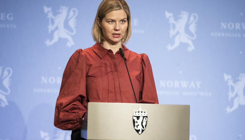 Kunnskaps- og integreringsminister Guri Melby (V) setter i verk flere tiltak for å få ned smitten blant innvandrere. Foto: Jil Yngland / NTB