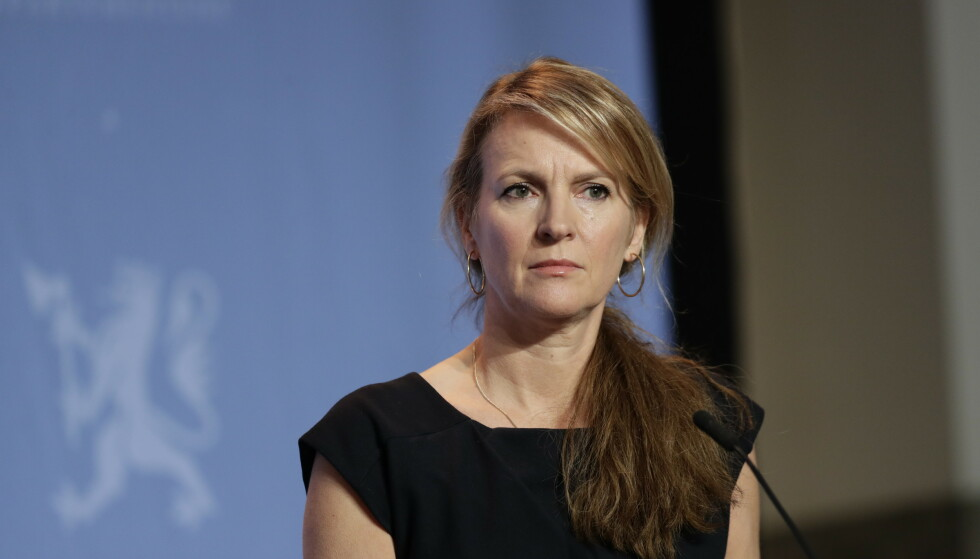 Avdelingsdirektør i Folkehelseinstituttet, Line Vold, under pressekonferanse om koronasituasjonen. Foto: Berit Roald / NTB
