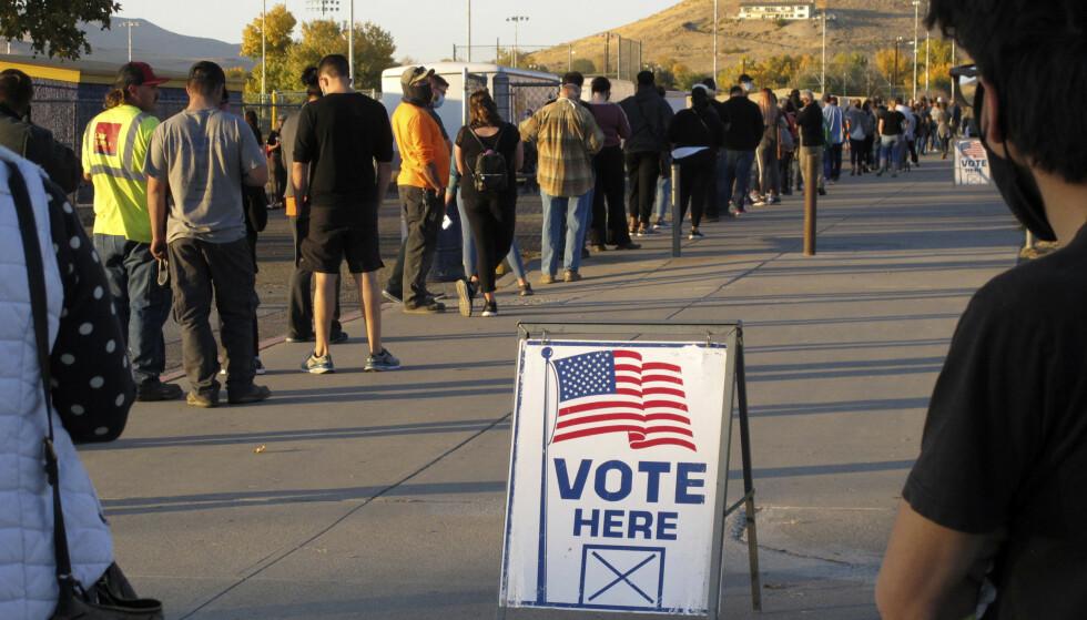 Velgere i kø ved valget i Nevada 3. november. Formelt er det imidlertid valgkollegiet som velger USAs president og visepresident. Foto: Scott Sonner / AP / NTB