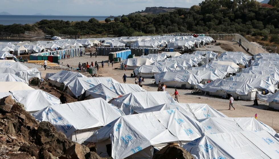 Tusenvis av flyktninger bor i teltleiren Kara Tepe. (Foto: Reuters/NTB)