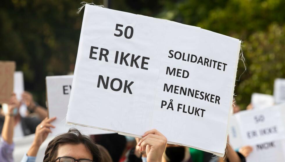 Regjeringen bestemte i september at Norge skal ta imot 50 flyktninger fra Moria-leiren. Her er et bilde fra en markering ved Stortinget der deltakerne krevde at Norge skulle ta imot enda flere. Foto: Terje Pedersen / NTB