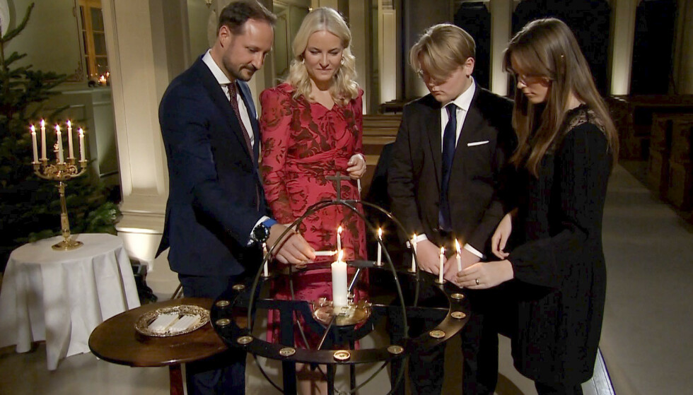 Kongefamilien i forbindelse med innspillingen av TV-programmet «Adventsstund fra Slottskapellet» på Slottet i Oslo. NB: Grab fra Hoffets video. Foto: Det kongelige hoff / NTB
