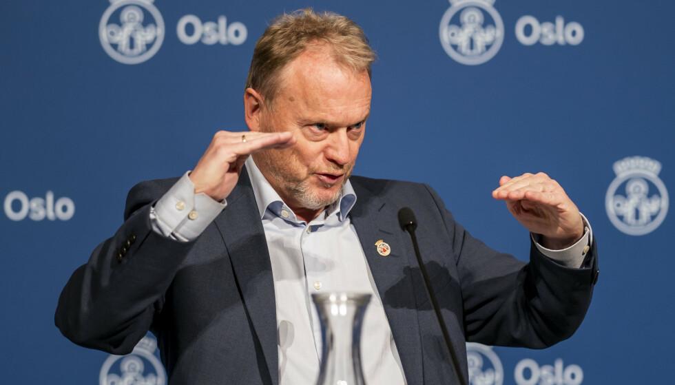 Byrådsleder Raymond Johansen under en pressekonferansen i Oslo rådhus for å orientere om nye coronatiltak i Oslo fram mot jul. Foto: Heiko Junge / NTB
