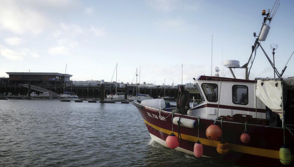 Fiskere fra Frankrike og andre EU-land er sikret adgang til britiske farvann i minst fem og et halvt år, men skal gradvis gi fra seg 25 prosent av kvotene til britene. Arkivfoto: Thibault Camus / AP / NTB