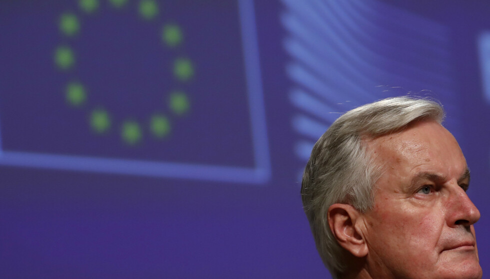 EUs sjefforhandler Michel Barnier kunne presentere den nye avtalen julaften. Mandag kom den foreløpige formelle godkjenningen på plass i EU: Foto: Francisco Seco / AP / NTB