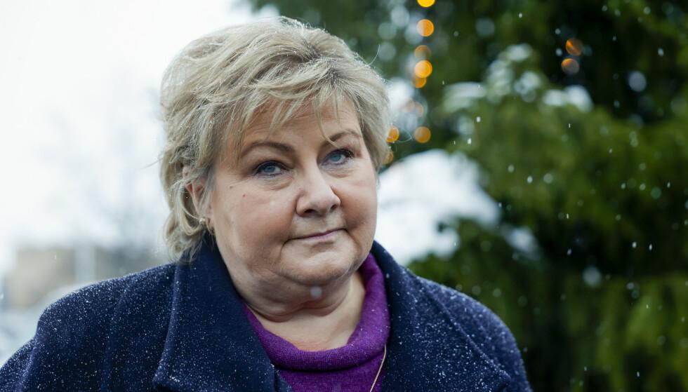 Statsminister Erna Solberg, som besøkte redningsarbeiderne i Gjerdrum samme dag som skredet gikk, takker redningsmannskapene som har gjort alt de kan for å redde liv. Foto: Jil Yngland / NTB