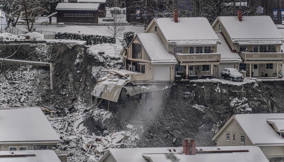 Sju personer er funnet omkommet i kvikkleireskredet på Ask i Gjerdrum. Tre er fortsatt savnet. Foto: Heiko Junge / NTB