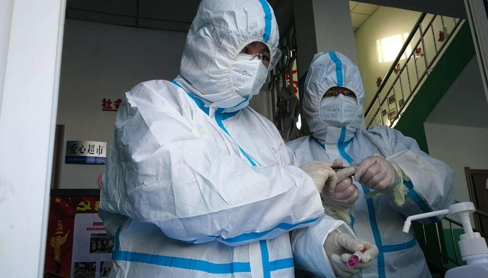 Helsearbeidere i den nordøstlige provinsen i Heliojang forbereder testing av innbyggere etter at flere nye tilfeller av coronavirus er avdekket. Foto: NTB scanpix / AFP