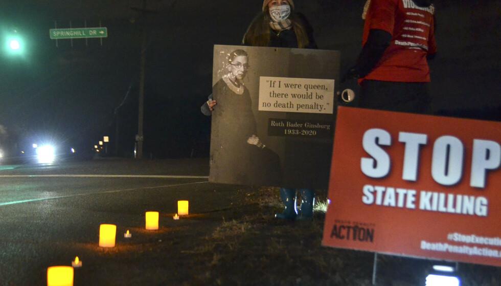 Motstandere mot dødsstraff demonstrerer i Terre Haute, der den 13. føderale henrettelsen under Donald Trump ble gjennomført fredag. Foto: Austen Leake / The Tribune-Star via AP / NTB